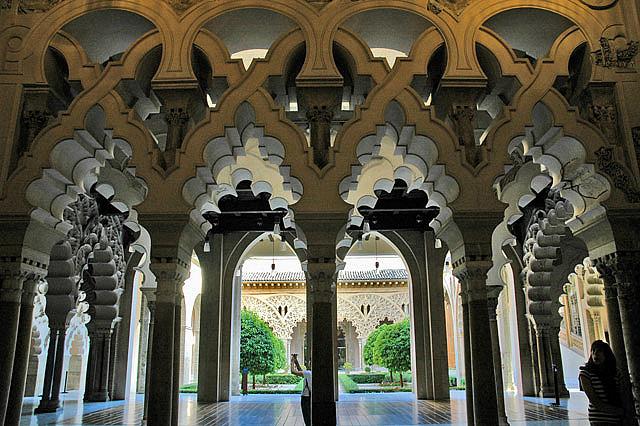 Замок Альхаферия (Castillo de Aljaferia) - жемчужинa испанского исламского наследия 32946