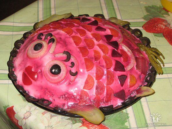 Салат селедка под шубой в виде рыбы