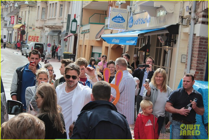 brad-pitt-angelina-jolie-le-touquet-with-the-kids-05 (700x468, 109Kb)