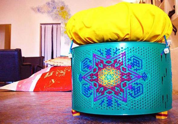Внутри банкетка пустотелая и служит для хранения различной мелочи.  Пуфики из барабанов отжима стиральных машин.