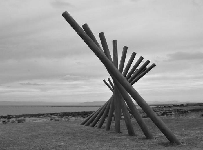 Необычные скульптуры из труб 23 (700x519, 59Kb)