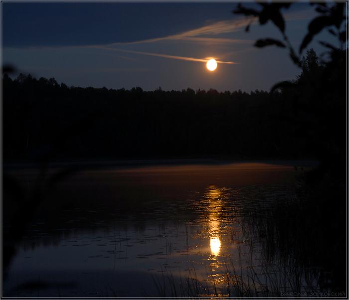 Луна ночью (700x602, 149Kb)