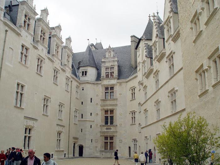 Замок По - Родовой замок Бурбонов 89671