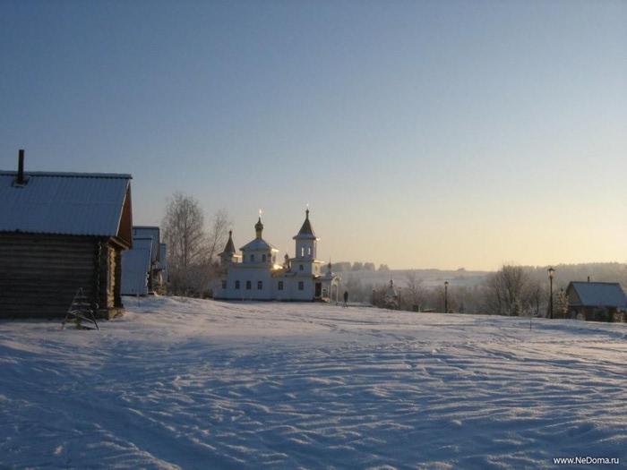 деревянная семиглавая Георгиевская церковь (600x425, 64Kb)