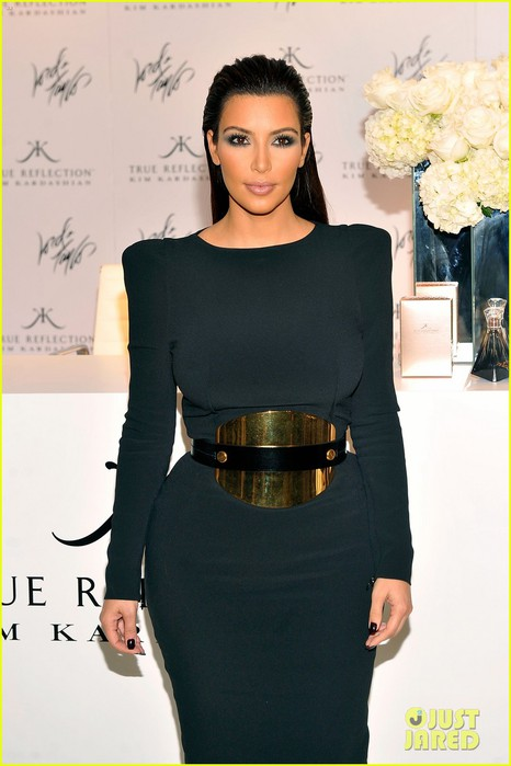 kim-kardashian-perfume-signing-for-fashions-night-out-19 (466x700, 63Kb)