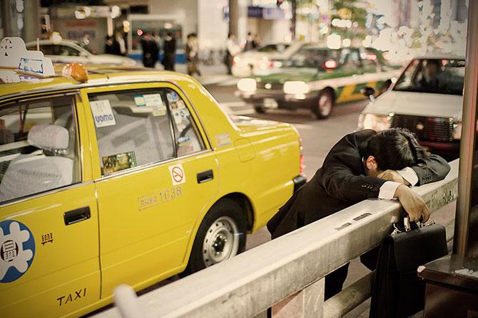 спящие на улицах японцы фото 3 (670x447, 82Kb)