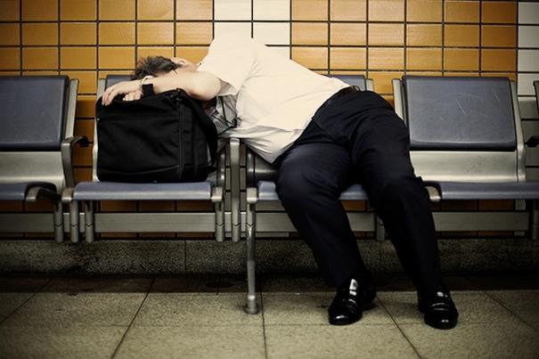 спящие на улицах японцы фото 7 (605x403, 162Kb)