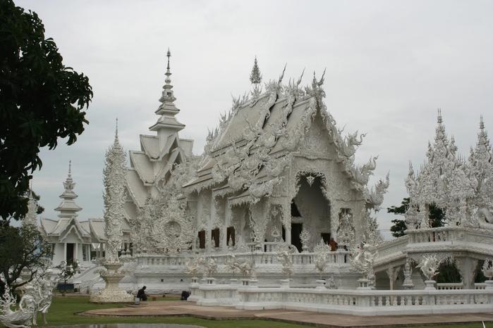Chiang Rai April 2011. Wat Rong Khun A (700x466, 237Kb)