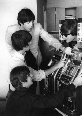 the-beatles-playing-slots (290x408, 35Kb)