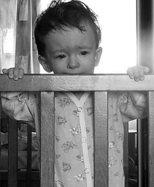 ребенок плачет, маленький ребенок, грустный ребенок, /1347252213_YUlya_plachet (300x365, 85Kb)