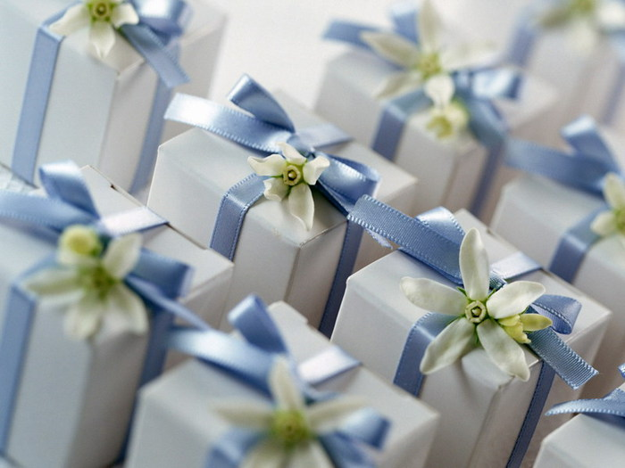 подарок (700x525, 68Kb)