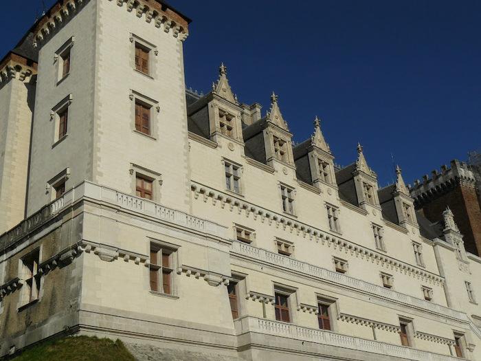 Замок По - Родовой замок Бурбонов 38534