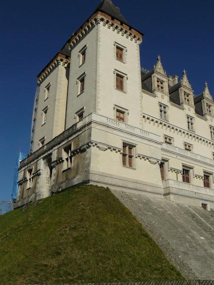 Замок По - Родовой замок Бурбонов 15869