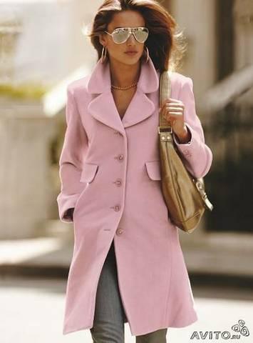 Хорошо быть женщиной в розовом пальто -