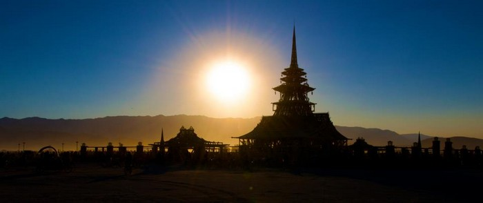 Лучшие фото фестиваля Burning Man 2012 1 (700x294, 25Kb)