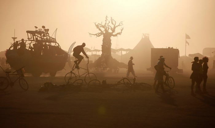 Лучшие фото фестиваля Burning Man 2012 3 (700x418, 37Kb)