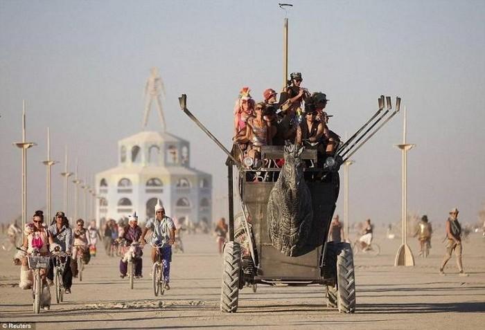 Лучшие фото фестиваля Burning Man 2012 10 (700x477, 80Kb)