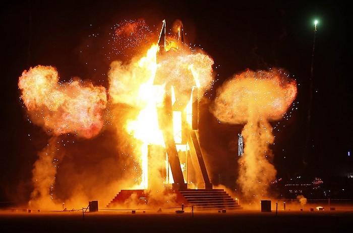 Лучшие фото фестиваля Burning Man 2012 14 (700x463, 71Kb)