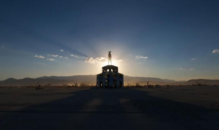 Лучшие фото фестиваля Burning Man 2012 16 (700x416, 29Kb)
