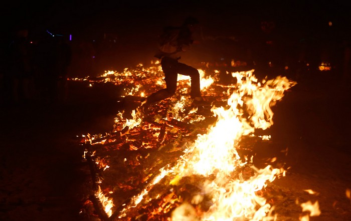 Лучшие фото фестиваля Burning Man 2012 25 (700x441, 66Kb)