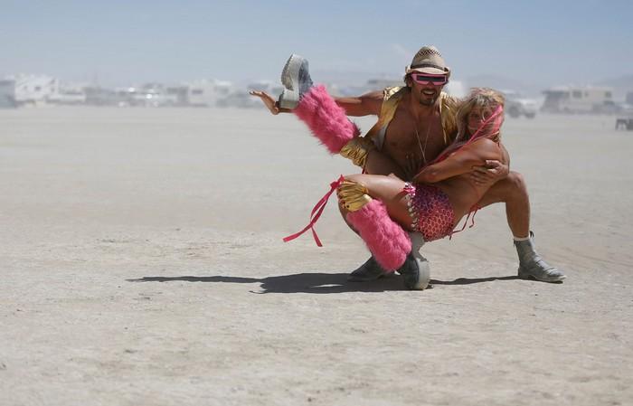 Лучшие фото фестиваля Burning Man 2012 27 (700x449, 57Kb)