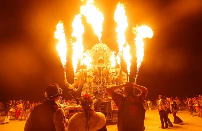 Лучшие фото фестиваля Burning Man 2012 29 (700x453, 66Kb)