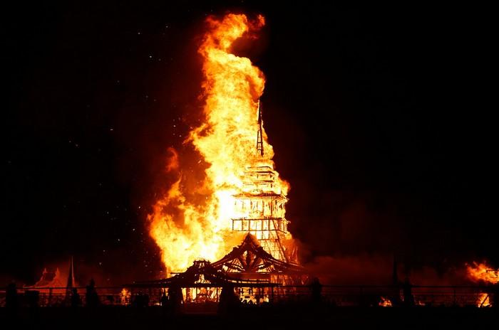 Лучшие фото фестиваля Burning Man 2012 35 (700x464, 48Kb)