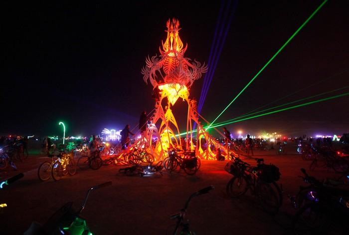 Лучшие фото фестиваля Burning Man 2012 40 (700x471, 67Kb)