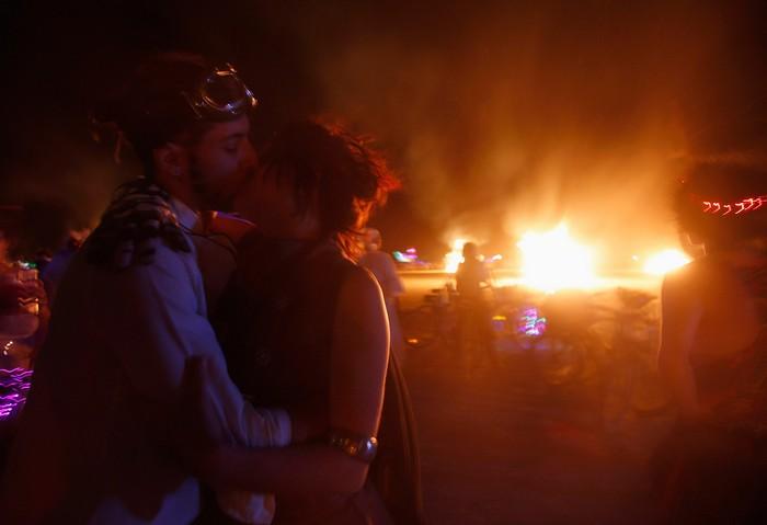 Лучшие фото фестиваля Burning Man 2012 46 (700x479, 39Kb)