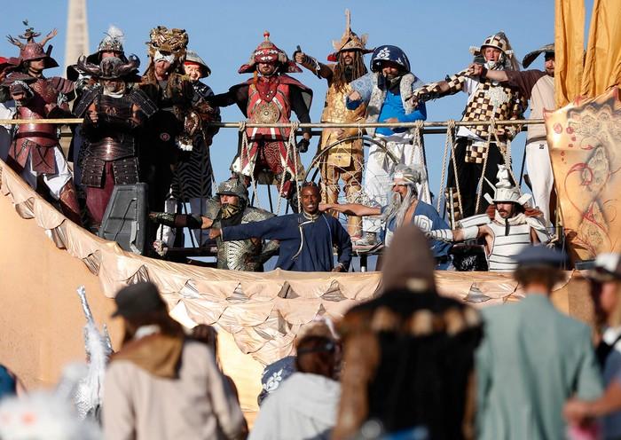 Лучшие фото фестиваля Burning Man 2012 50 (700x496, 124Kb)