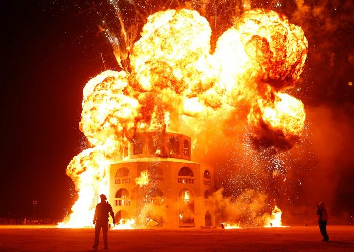 Лучшие фото фестиваля Burning Man 2012 51 (700x499, 111Kb)