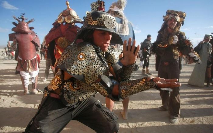 Лучшие фото фестиваля Burning Man 2012 56 (700x437, 91Kb)