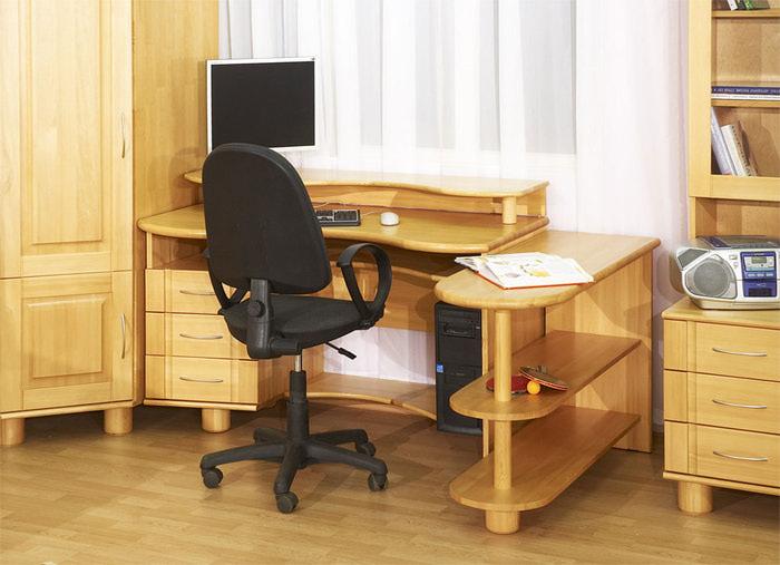 Как выбрать хороший стол для школьника