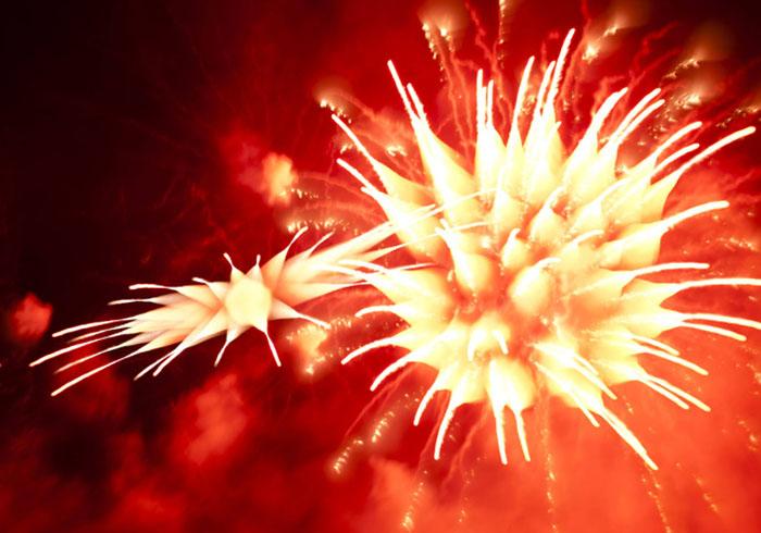 Long-Exposure-Firework-David-Johnson-1 (700x490, 100Kb)