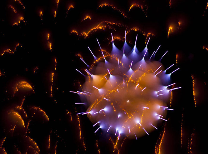 Long-Exposure-Firework-David-Johnson-3 (700x518, 89Kb)