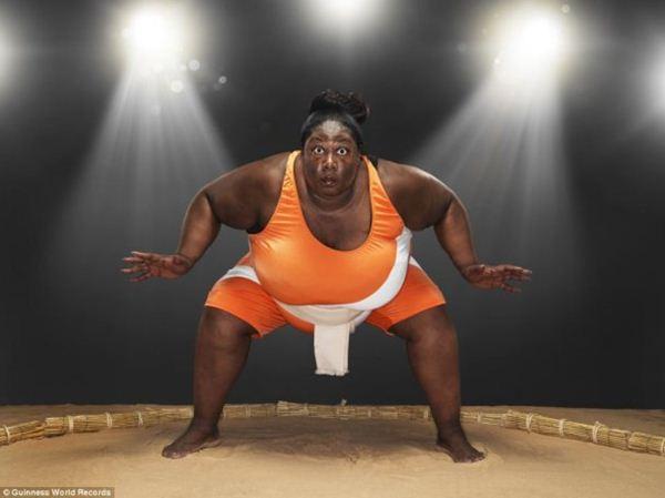 Борец сумо из Лондона Шарран Александр. Она признана самой тяжелой спортсменкой мира, ее вес составляет 203,2 кг. (600x449, 25Kb)