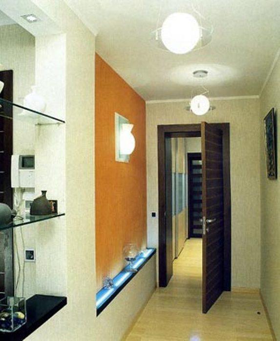 В прихожей необходимо использовать локальное освещение для подсветки зеркал и выделения шкафа-купе с помощью точечных...