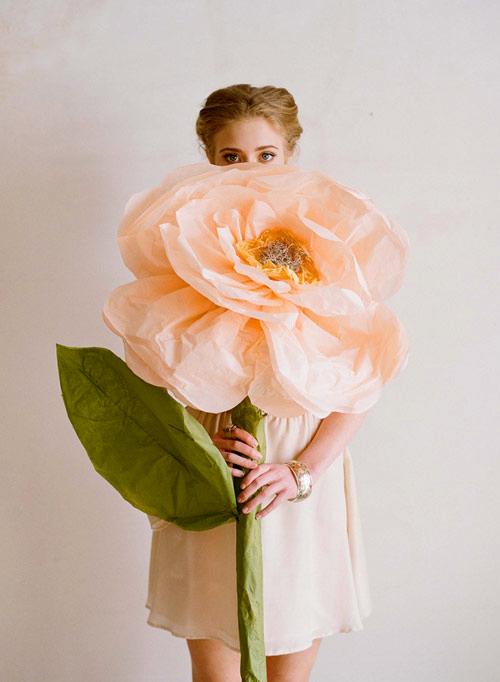 Гигантские искусственные цветы