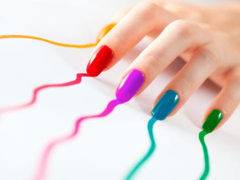 Поему ногти слоятся и как им помочь?
