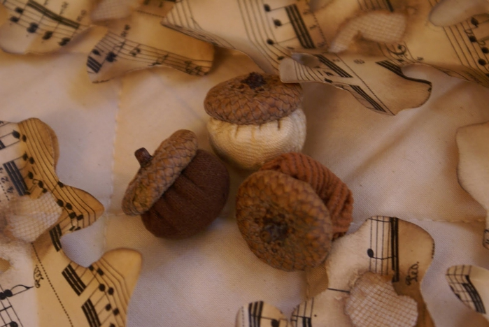 fabric acorns (700x468, 210Kb)