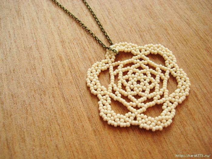 Медальон из бисера в виде розы Рубрика: Кулоны из бисера Сегодня мы предлагаем вам сплести очень интересный медальон...