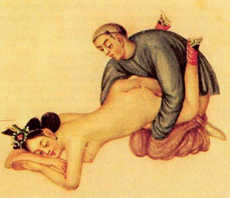Две раскрепощенные гейши занимаются сексом с довольным гостем