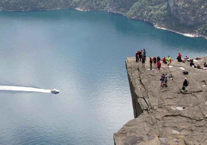 утес Прекестулен норвегия фото 4 (700x488, 129Kb)