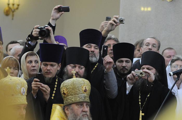 церковники встречают Кирилла в Красноярске