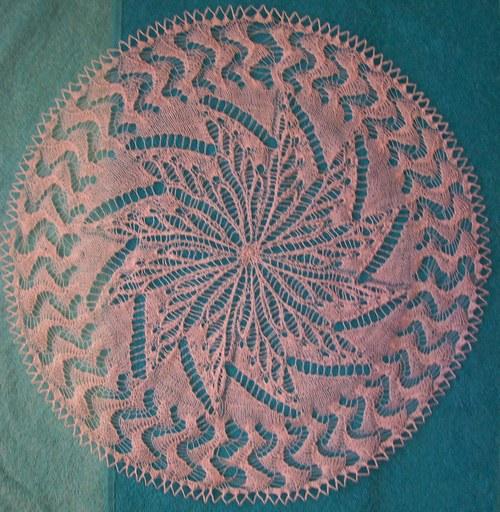 Вязание спицами салфеток: круглой с зубчатым краем.