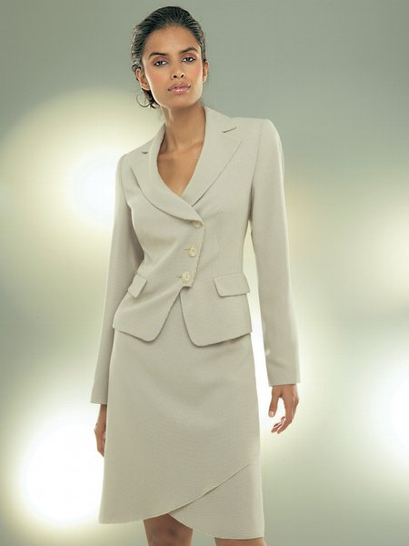 Женские деловые костюмы 3 450x600 24kb