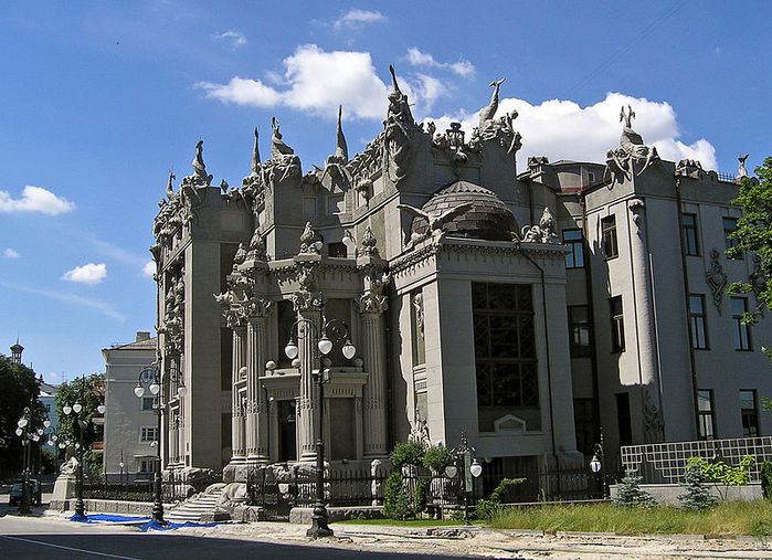800px-House_with_Chimaeras_RU (700x507, 108Kb)