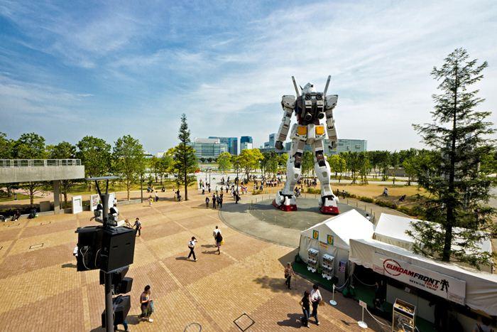18-метровая модель робота из аниме в Японии. Фотографии RX-78 Gundam