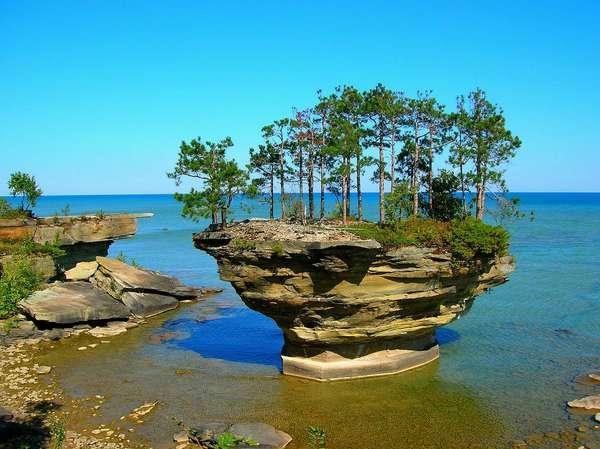 скала репа на озере гурон америка/3185107_TurnipRockGydzonfoto1 (600x449, 50Kb)