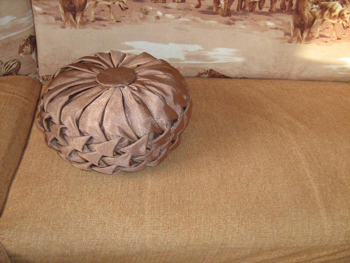 Мастер-класс по пошиву круглой подушки с буфами.